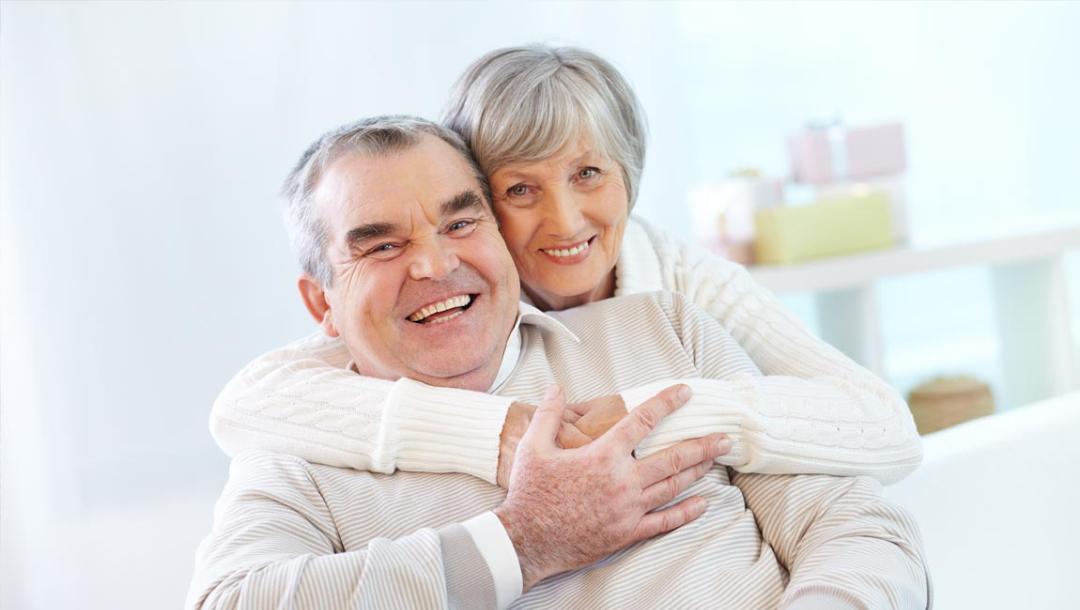 Image aide aux séniors ménage à domicile repassage à domicile service daide à domicile ménage à domicile